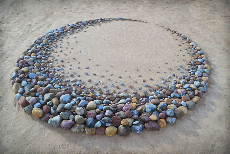 beach stone land art by jon foreman 13 Combing the Beach for Stones and Reorganizing Them Into Something Beautiful