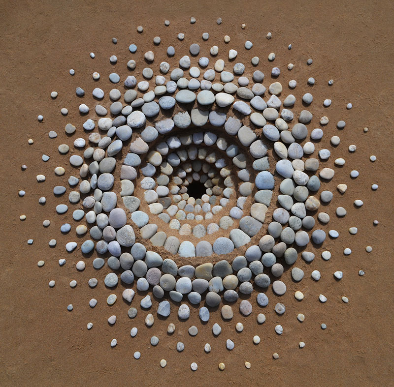 beach stone land art by jon foreman 15 Combing the Beach for Stones and Reorganizing Them Into Something Beautiful