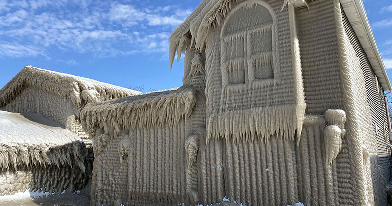 Gale Force Winds Just Turned These Lake Erie Houses Into Ice Castles
