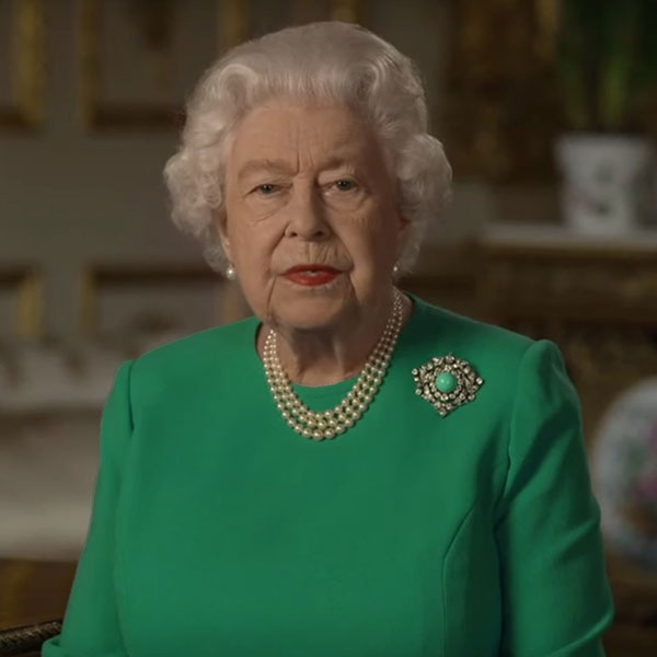 green screen queen photoshop green top 1 The Queen Wore Another Green Screen Outfit and the Internet Rejoiced