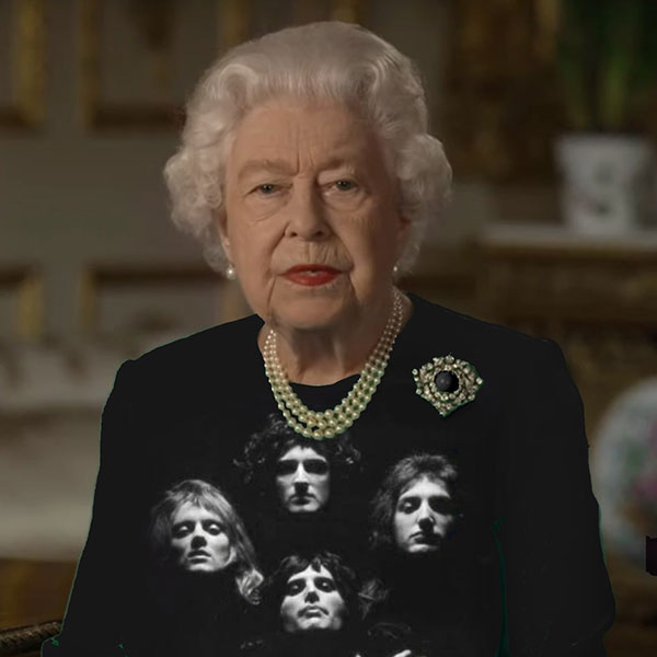 green screen queen photoshop green top 19 The Queen Wore Another Green Screen Outfit and the Internet Rejoiced