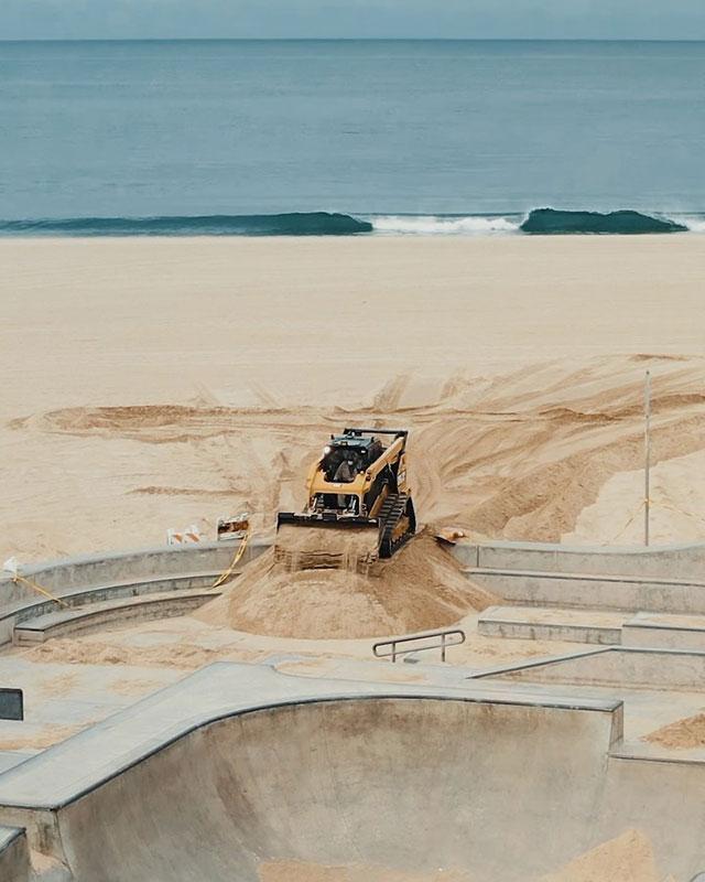 venice beach skate park coverd in sand hunter weiss 3 Iconic Venice Beach Skate Park Filled With Sand to Deter Skateboarders