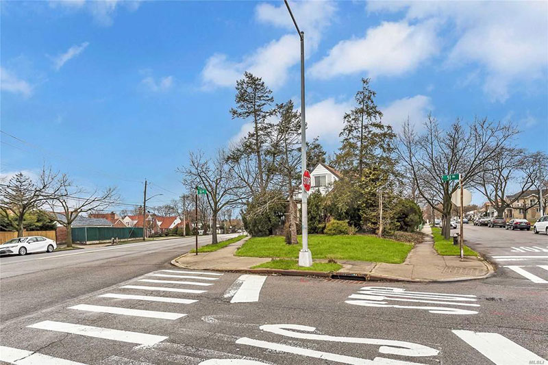 800k dump in flushing queens for sale 2 This is Currently Listed for $828K in Queens, NY Right Now