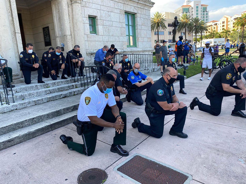 police officers are standing kneeling marching in solidarity 9 Across the Country, a Few Brave Police Officers are Standing in Solidarity