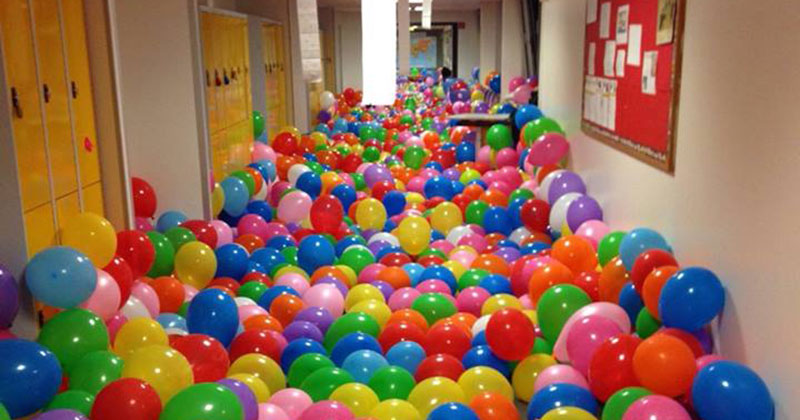 Teacher Fills Hallway with Balloons to Give Students a Lesson on Happiness