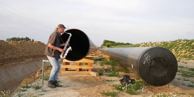 Saxophonist Plays Into a Pipeline and It SoundsAwesome