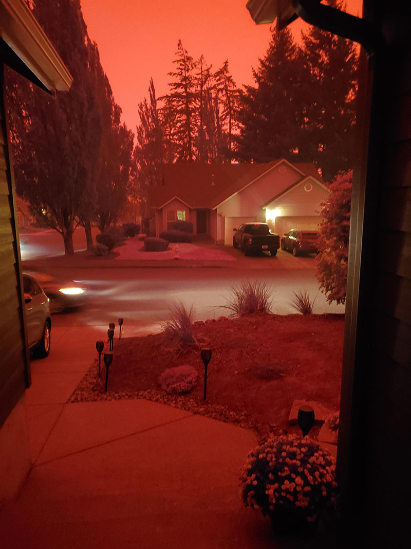 wildfires are raging in the us and it looks straight apocalyptic outside 2 Wildfires are Raging in the US and It Looks Straight Apocalyptic Outside