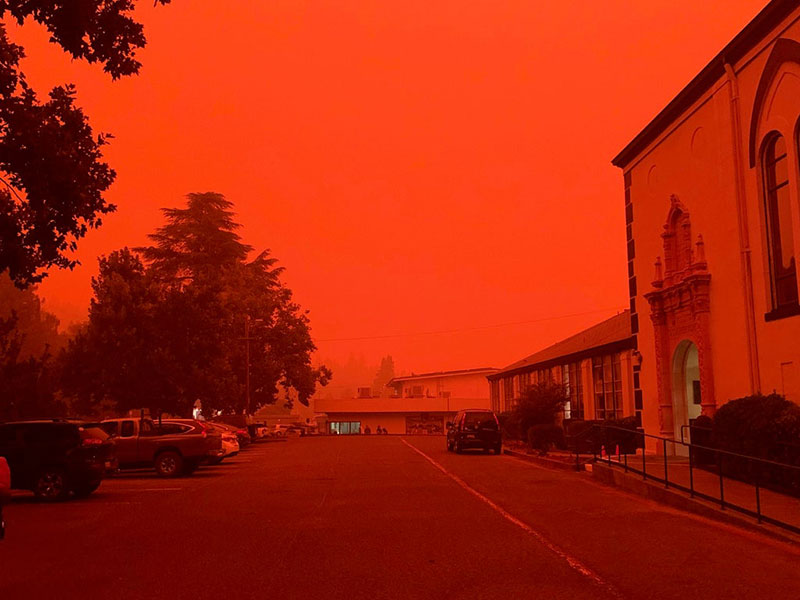 wildfires are raging in the us and it looks straight apocalyptic outside 8 Wildfires are Raging in the US and It Looks Straight Apocalyptic Outside