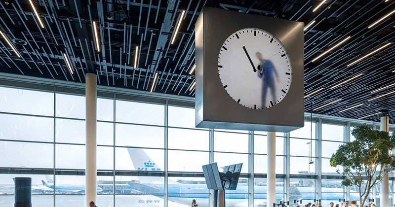 This Surreal Clock at Schiphol Airport Looks Like Someone is Painting theTime